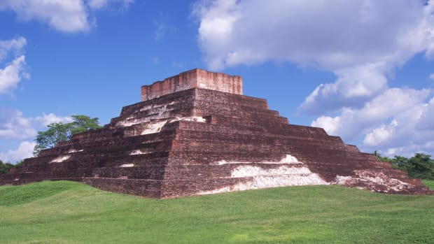 mayan-ruins-at-comalcalco