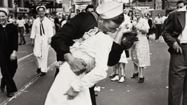 Woman Thought to Be in Iconic V-J Day Kiss Photo Dies's Featured Photo