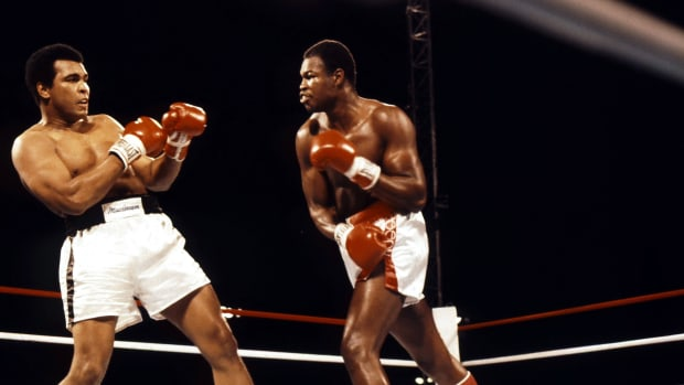 Larry Holmes moves in for the punch against Muhammad Ali during the fight at Caesars Palace in Las Vegas, Nevada on October 2, 1980.