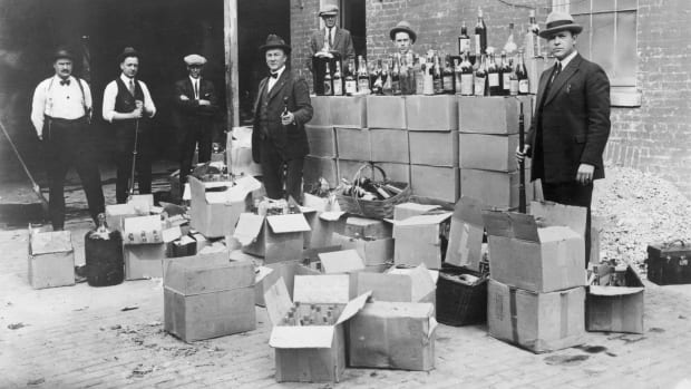 Prohibition-Hiding Alcohol-Getty-514877106