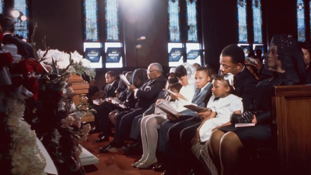 MLK_mourning_funeral_GettyImages-517481468