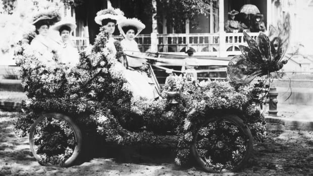 Women on a parade car
