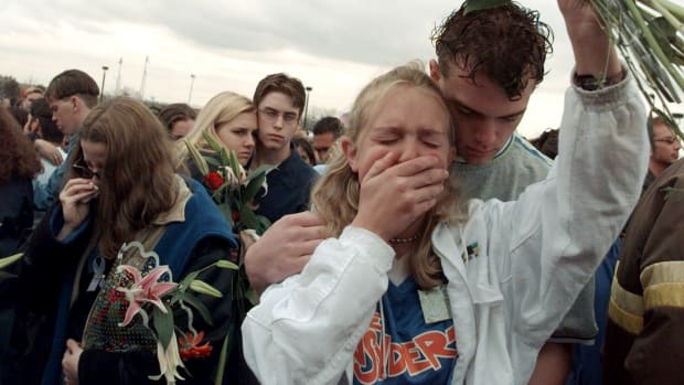 mourners after the columbine high school shooting
