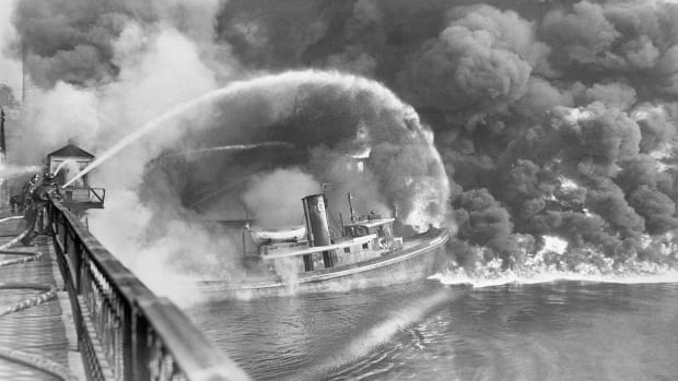 Cuyahoga-River-Fire-GettyImages-515303088