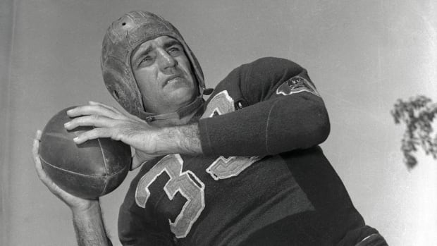 7 Early NFL Quarterbacks Who Changed the Game