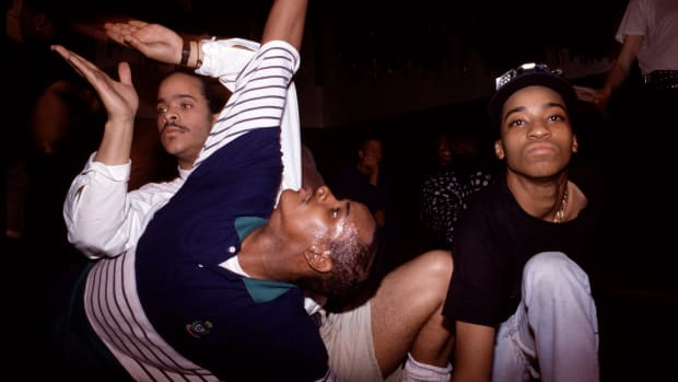 From left, vogue dancers Cesar Valentino (white shirt), Derrick Xtravaganza Huggins, and Fidel perform at the Copacabana nightclub, New York, New York, May 25, 1989. (Photo by Rita Barros/Getty Images)