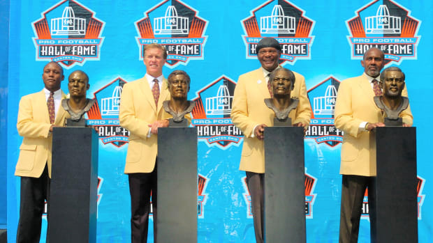 CANTON, OH - AUGUST 8: (L-R) Pro Football Hall of Fame enshrinees Barry Sanders of the Detroit Lions, John Elway of the Denver Broncos, Carl Eller of the Minnesota Vikings and Seattle Seahawks, and Bob Brown of the Philadelphia Eagles, Los Angeles Rams, and Oakland Raiders pose with their busts during the 2004 NFL Hall of Fame enshrinement ceremony August 8, 2004 in Canton, Ohio. (Photo by David Maxwell/Getty Images)