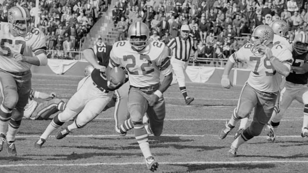 Original Caption) Dallas Cowboys Bob Hayes (22) takes a punt during the first quarter and runs it back 64 yards to the Cleveland Browns 13-yard line. Dallas went on to score a few plays later. Dallas was leading the Browns 24-7 at halftime. That's John DeMarie (55) who missed Hayes.