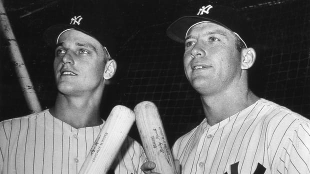 Portrait of American baseball players Roger Maris (1934 - 1985) (left) and Mickey Mantle (1931 - 1995), both of the New York Yankees, as they pose together before a game at Yankee Stadium, New York, New York, 1961. (Photo by Transcendental Graphics/Getty Images)