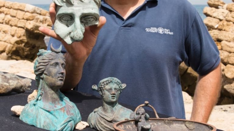 Divers Stumble on Treasure Trove in Ancient Roman Shipwreck
