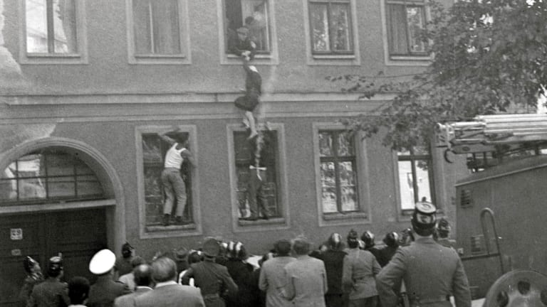 All the Ways People Escaped Across the Berlin Wall