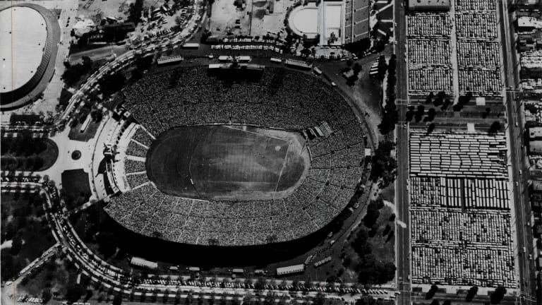 10 Long-Gone MLB Ballparks With Quirky Features
