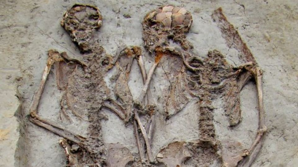 Ancient Roman Hand-Holding Skeletons Were Both Men