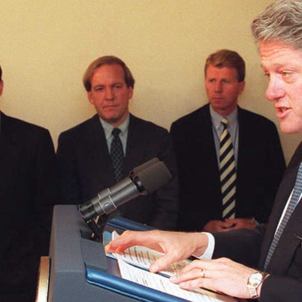 Clinton-Government Shutdown-1995-promo-GettyImages-51993648