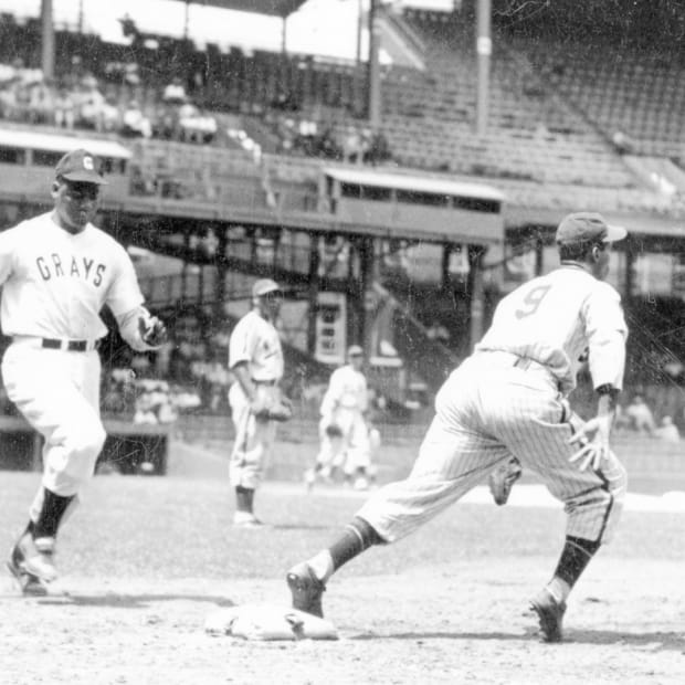 Buck Leonard of the Homestead Grays dashes to first during a 1940 Negro League game against the New York Black Yankees.