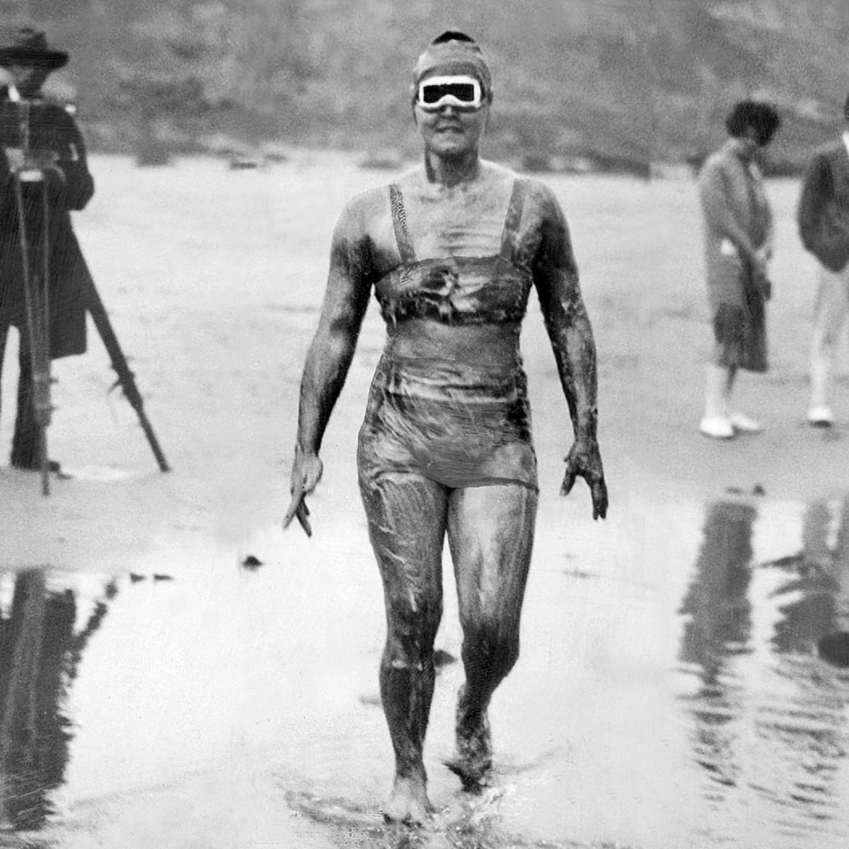 The First Woman To Swim The English Channel Beat The Men S Record By Two Hours History