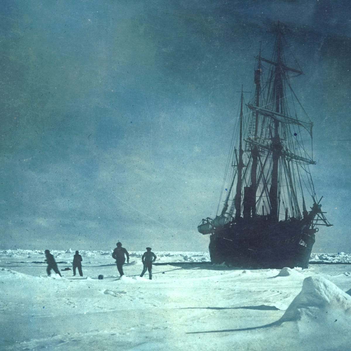 Extraordinary 1915 Photos from Ernest Shackleton's Disastrous Antarctic  Expedition - HISTORY