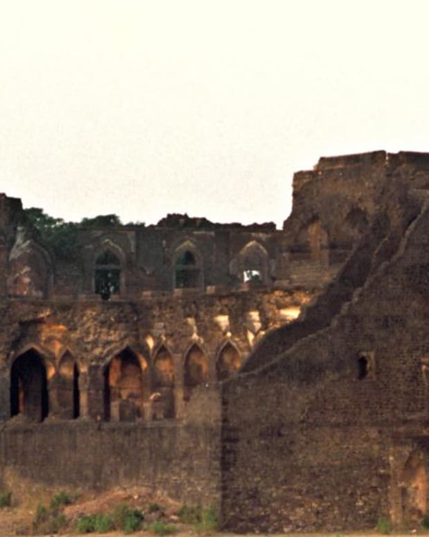 Ancient rulers built luxurious private residences that rival modern-day mansions.