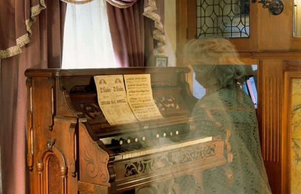 History of Ghost Stories - Early Sightings, Famous Ghosts