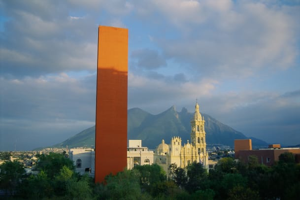 El Faro Del Comercio Cathedral Of Monterrey And Saddle Mountain