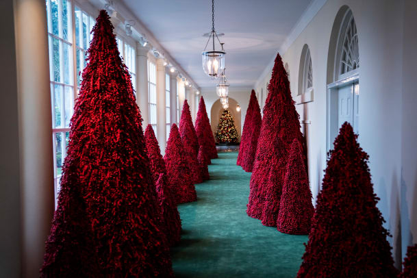 White House-Christmas-2018-GettyImages-1066021430