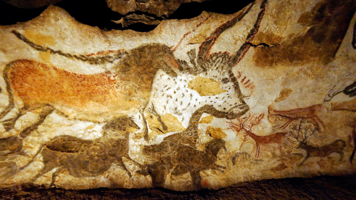 Lascaux Cave Paintings Discovered - HISTORY