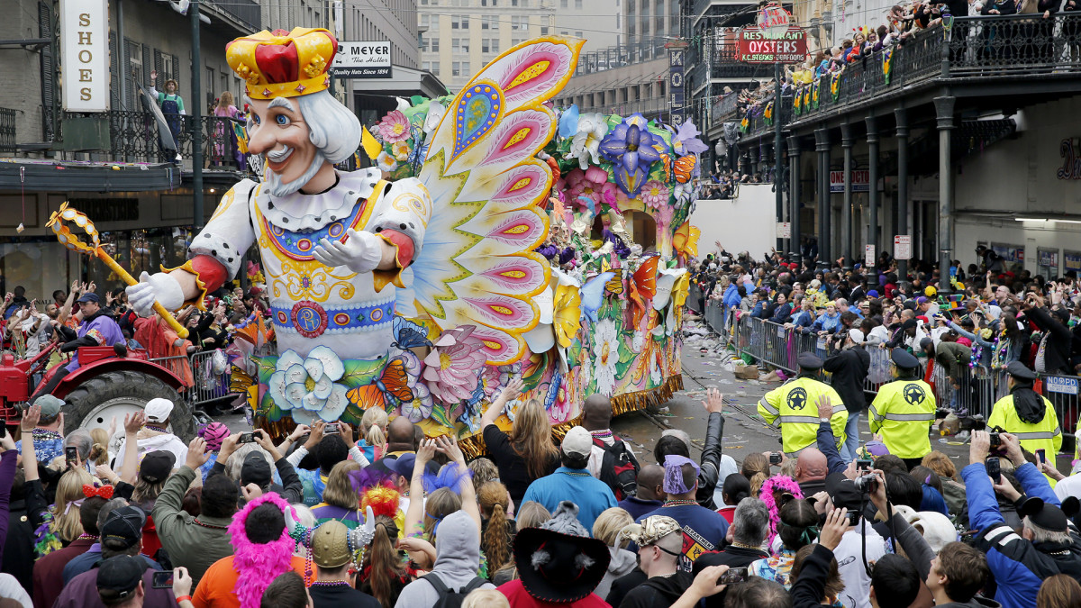 New Orleanians take to the streets for Mardi Gras
