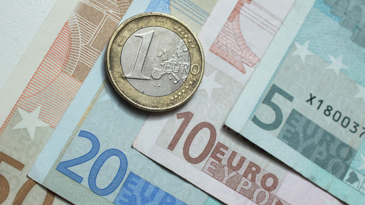 This Day In History: 01/04/1999 - The Euro Debuts - HISTORY