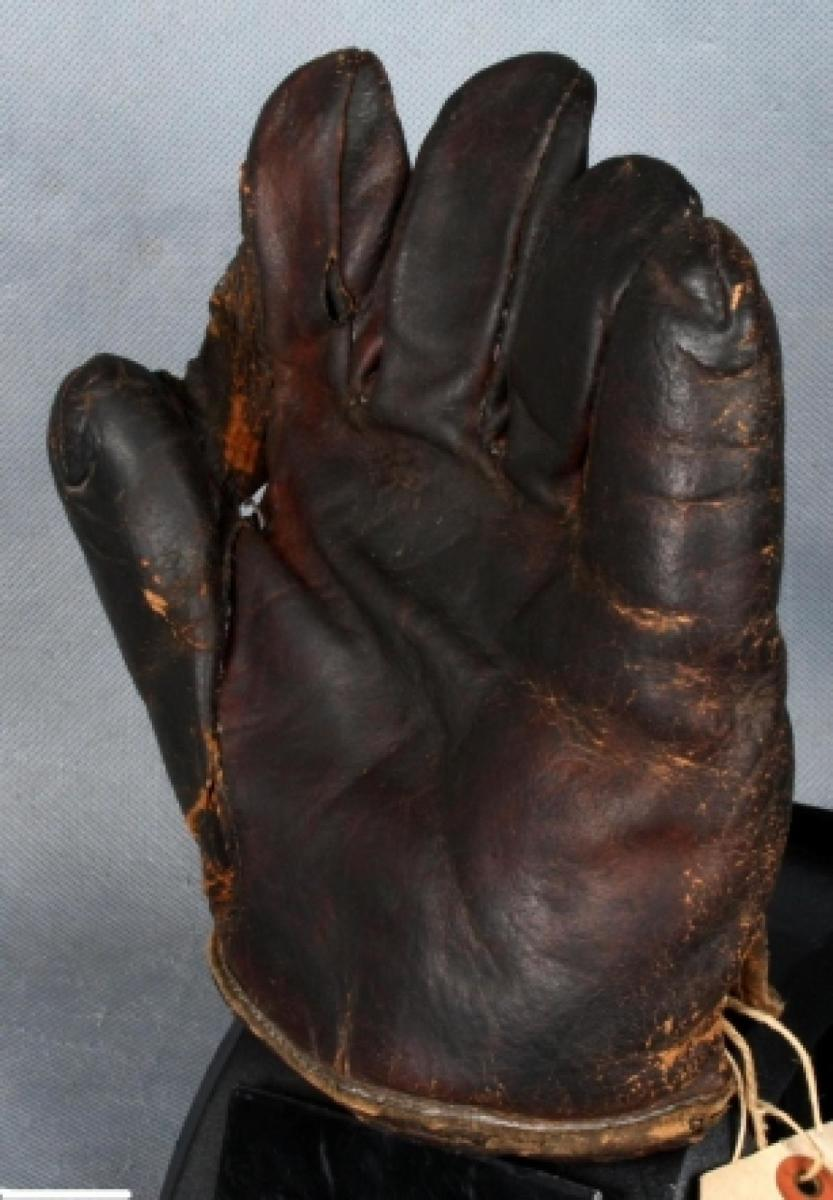 The baseball mitt that Irving Scheib claimed was Babe Ruth's. (Credit: The Manhattan U.S. Attorneys Office)