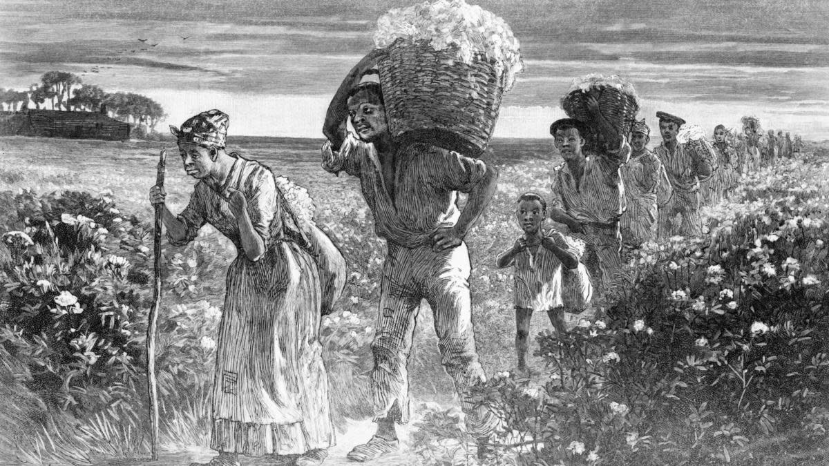 Slaves leaving the fields with baskets of cotton. (Credit: Bettmann Archives/Getty Images)