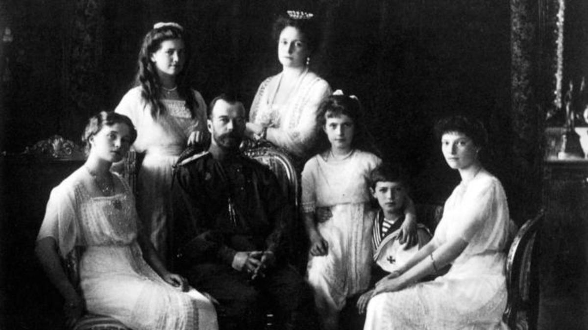 Nicholas II, the last emperor of Russia, in 1914, with his wife Alexandra and his children Olga, Tatiana, Maria, Anastasia and Alexei. (Credit: New York Public Library/Getty Images)