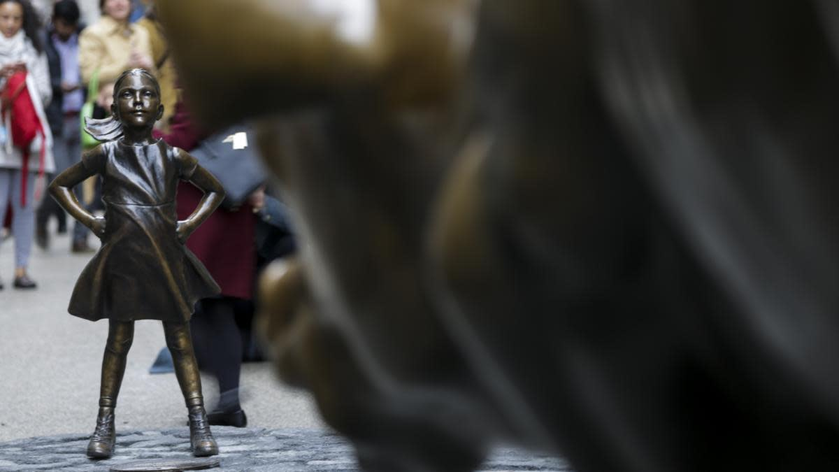 A statue of a defiant girl facing the Charging Bull sculpture in the Financial District of New York. (Credit: Jeenah Moon/Bloomberg via Getty Images)