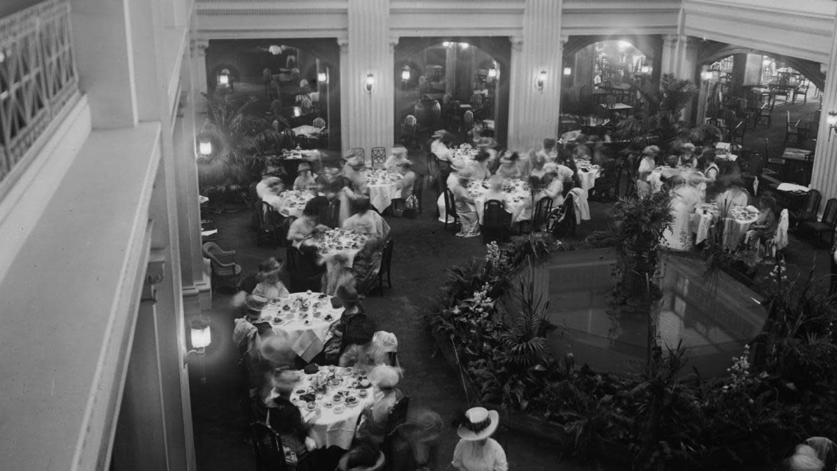 Interior view of the Marshall Field & Company Department Store's tea room in Chicago, Illinois, 1909. (Credit: Chicago History Museum/Getty Images)