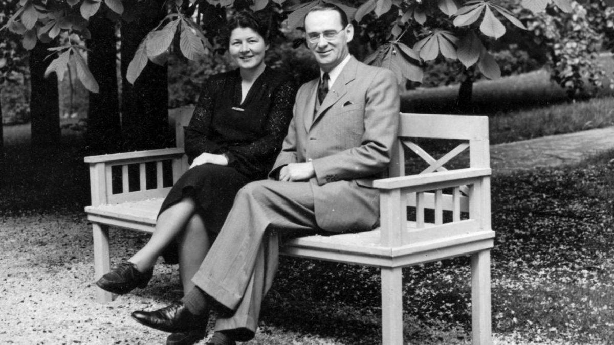 Carl Lutz and his first wife, Gertrud Fankhauser, circa 1943. (Credit: Fortepan/CC-BY-SA-3.0)