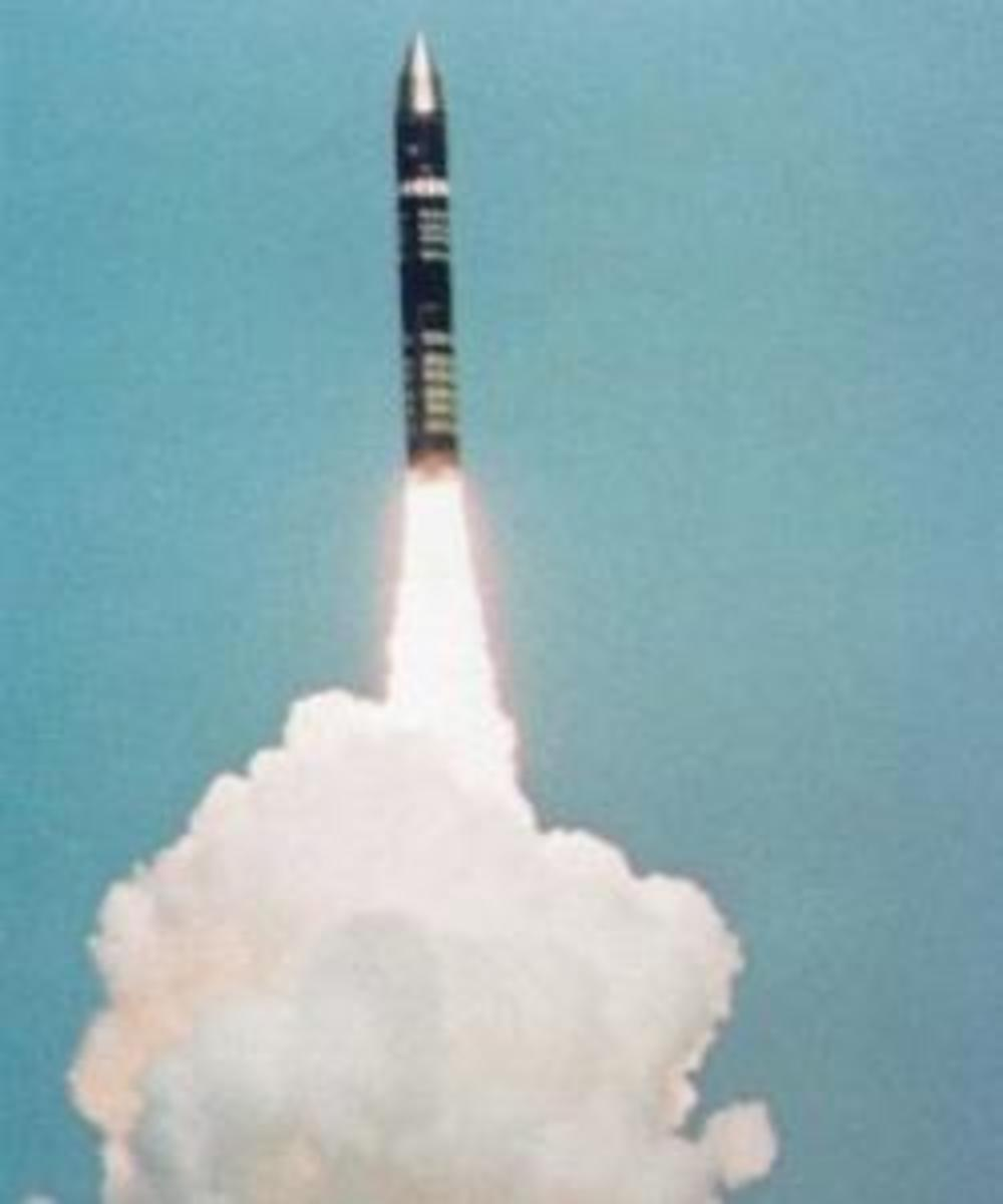 US Peacekeeper (LGM-118A) missile test firing.  (Credit: Time Life Pictures/Us Air Force/Getty Images)