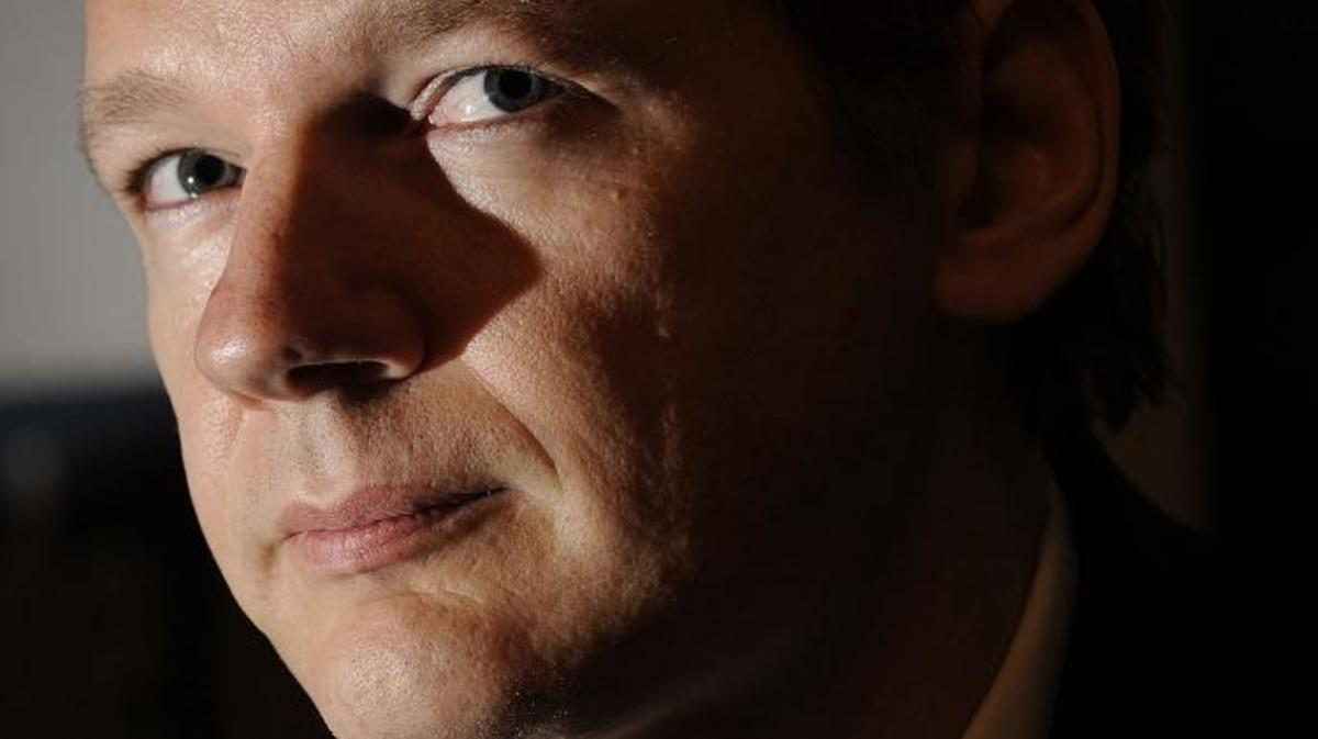 WikiLeaks founder Julian Assange at a November 2010 press conference. (Credit: FABRICE COFFRINI/AFP/Getty Images)