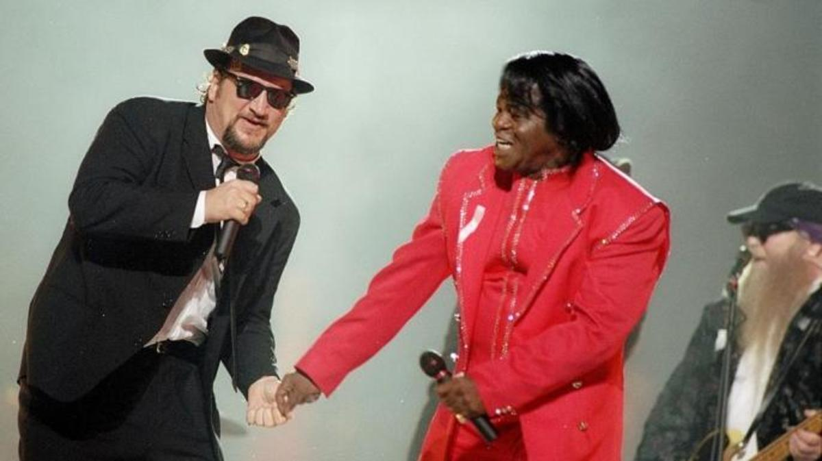 Jim Belushi and James Brown perform during the halftime show for Super Bowl XXXI.