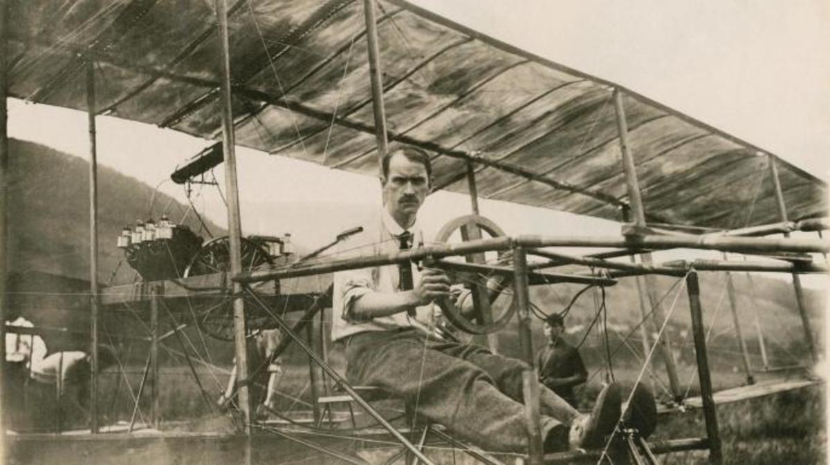 Glenn Curtiss in a cockpit. (Credit: Public Domain)