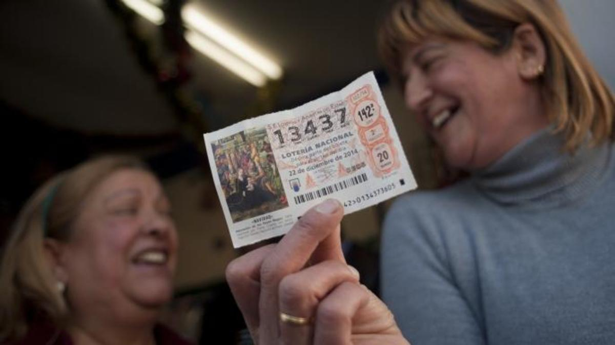 A winning ticket in a recent Christmas lottery. (Credit: Jorge Guerrero/AFP/Getty Images)