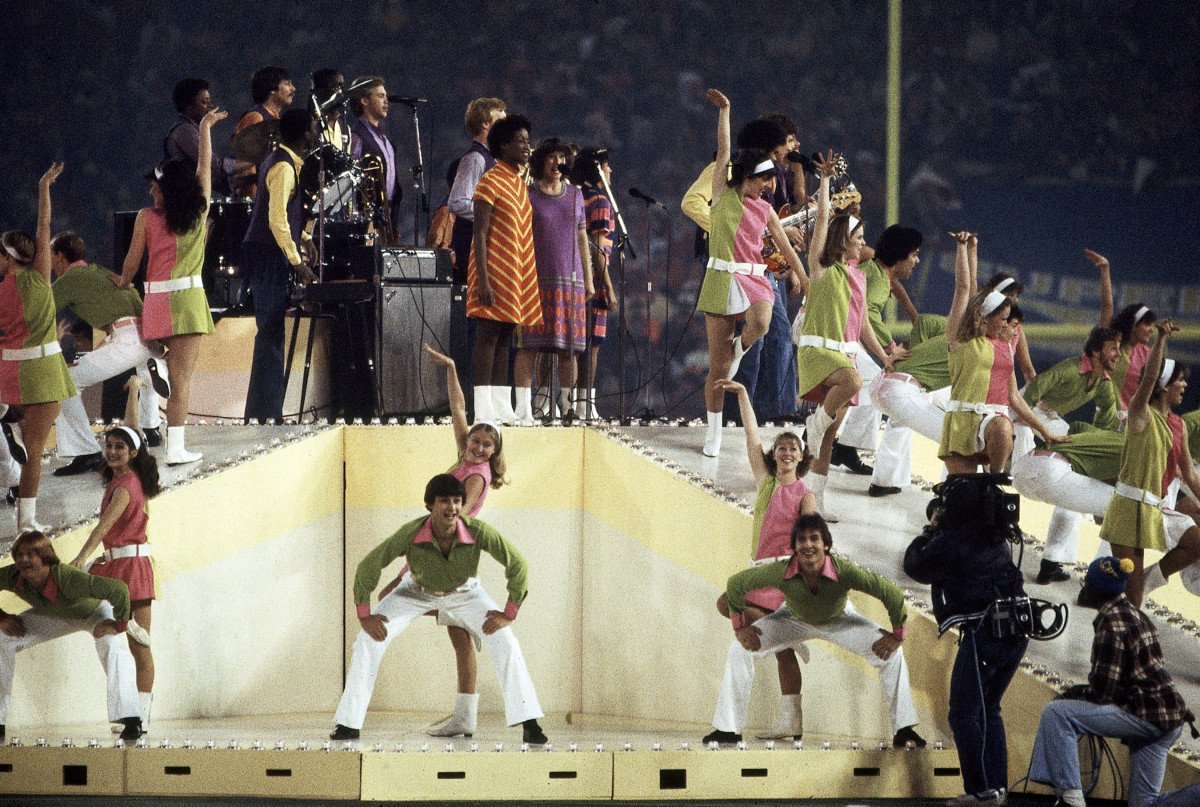 697e71e1056828 10 Not-So-Super Super Bowl Halftime Shows - HISTORY