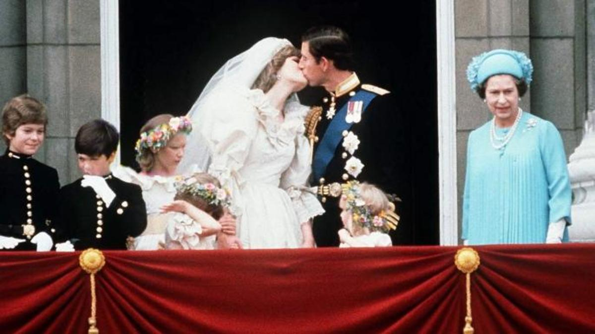Prince Charles And Princess Diana kissing on the balcony of Buckingham Palace on their wedding day, July 29, 1981. (