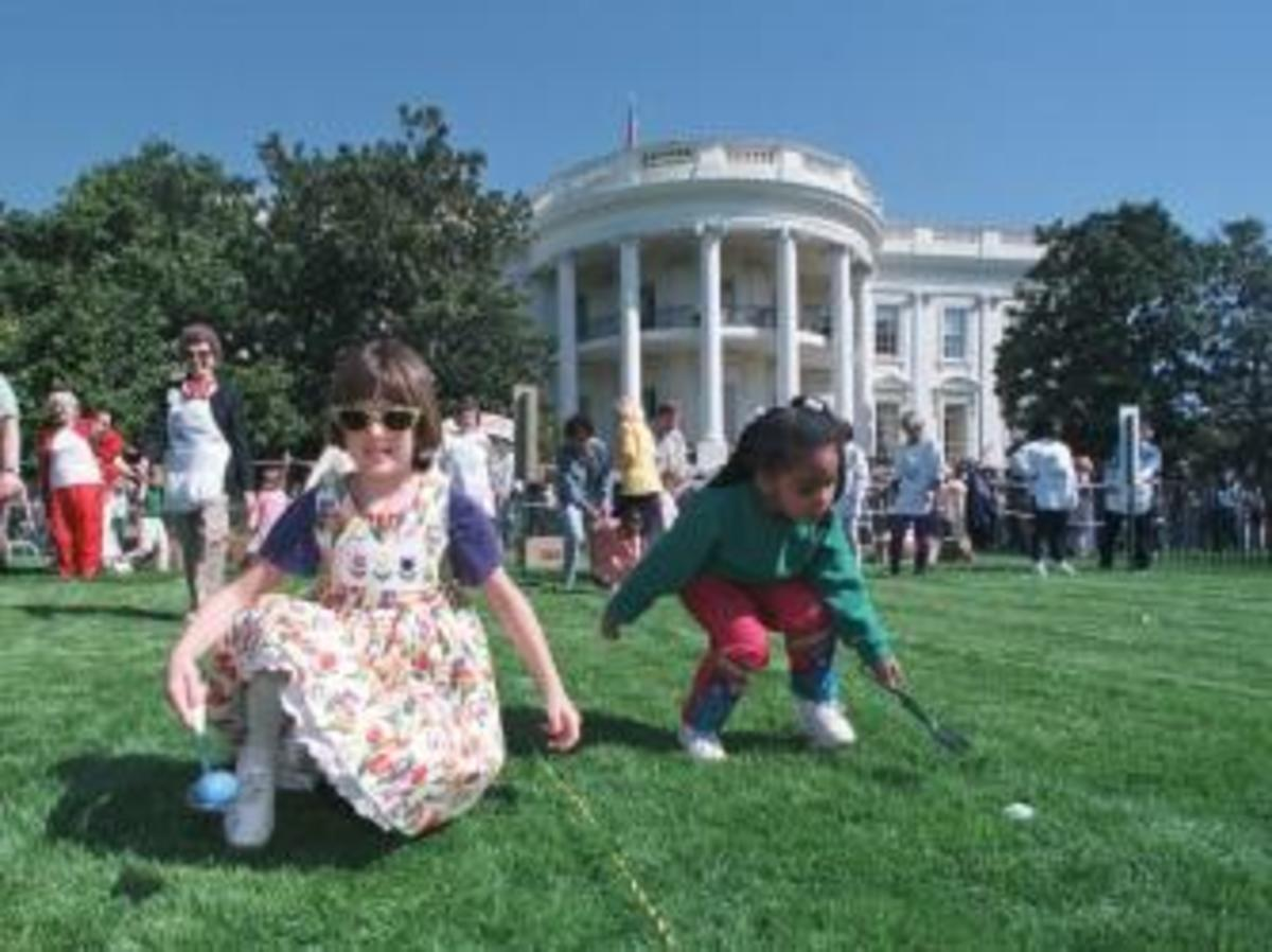 Children along the south lawn during the 1998 Easter Egg Roll. (Credit: Getty Images)