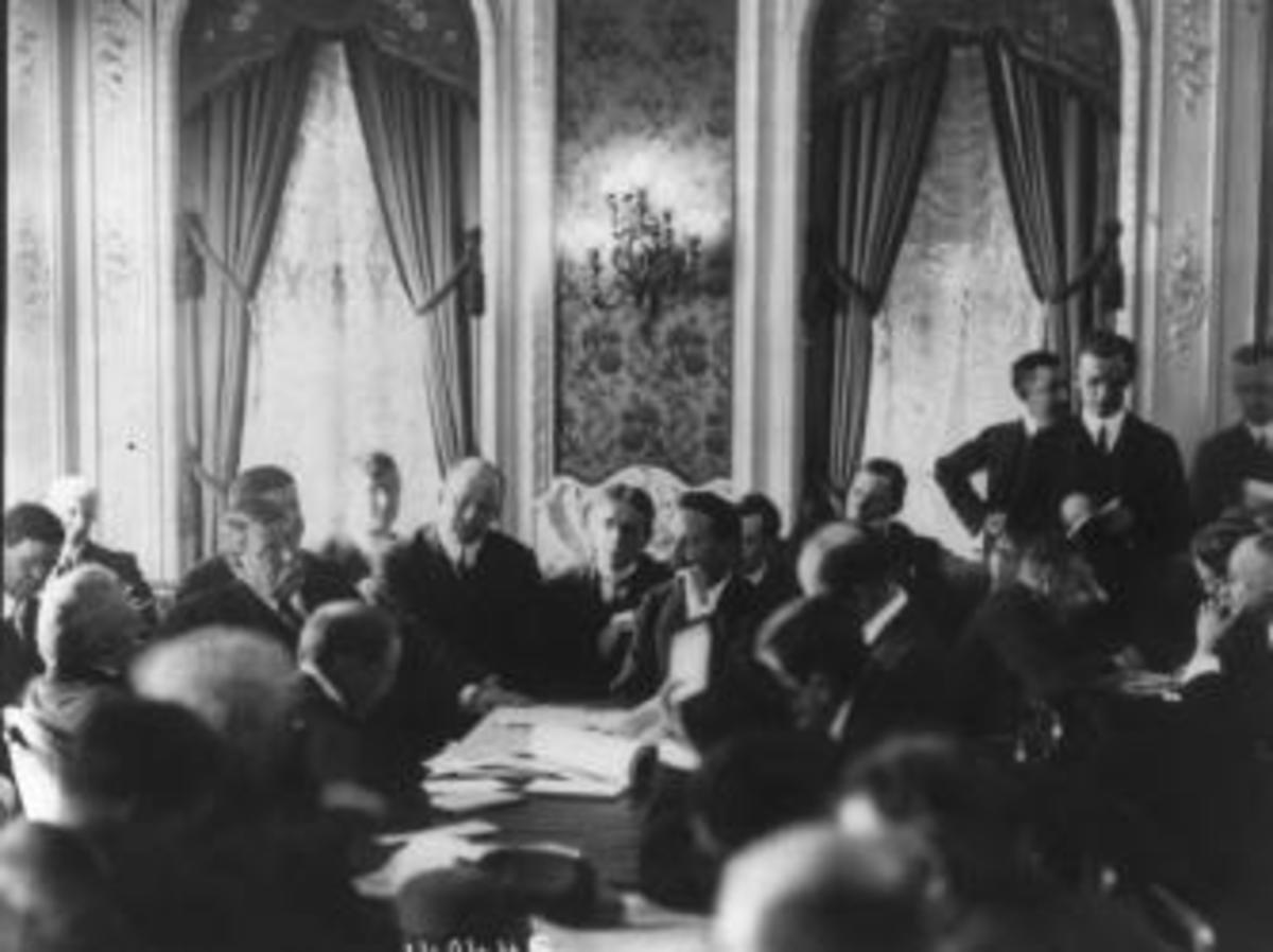Congressional inquiry into the Titanic disaster held at the Waldorf Astoria, 1912.