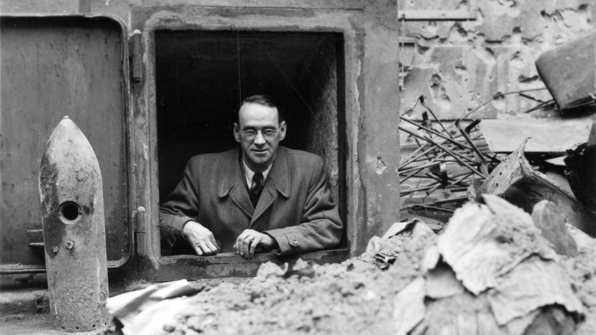 The Diplomat Who Fought the Nazis and Saved Thousands of ...