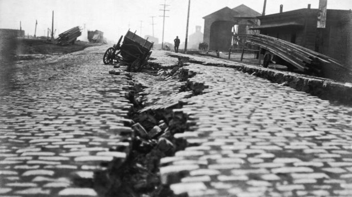 A split from the 1906 earthquake in San Francisco. (Credit: Underwood Archives/Getty Images)