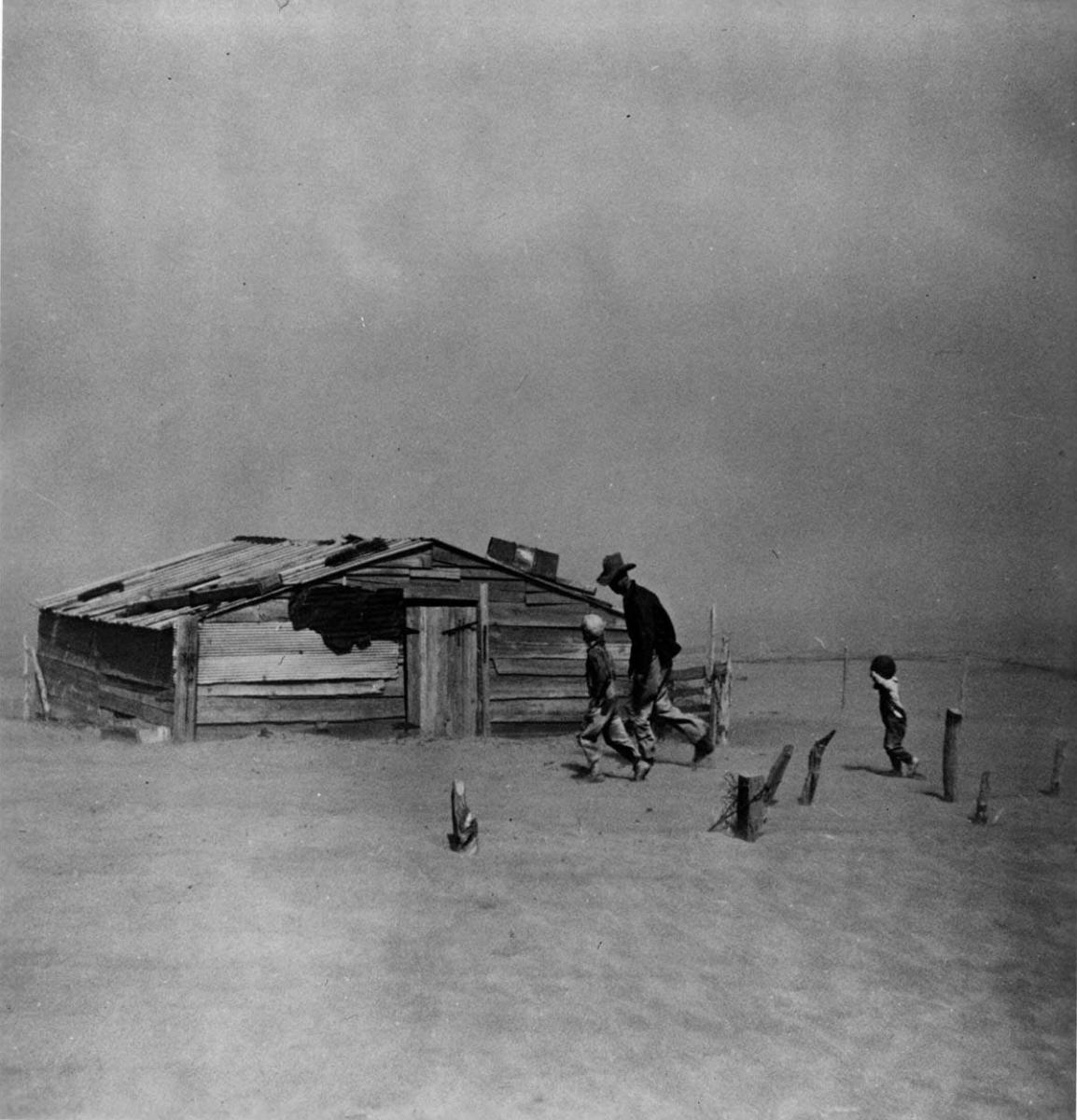 'Fleeing a Dust Storm,' photographed by Arthur Rothstein. (Credit: Farm Security Administration/The Library of Congress)