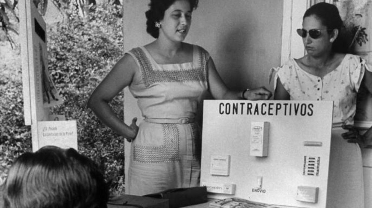 The teaching of birth control methods in Puerto Rico, 1960. (Credit: Hank Walker/The LIFE Picture Collection/Getty Images)
