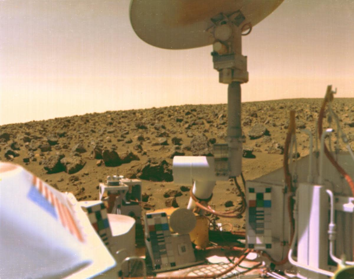 An image of Mars taken from Viking lander, 1976. (Credit: NASA)