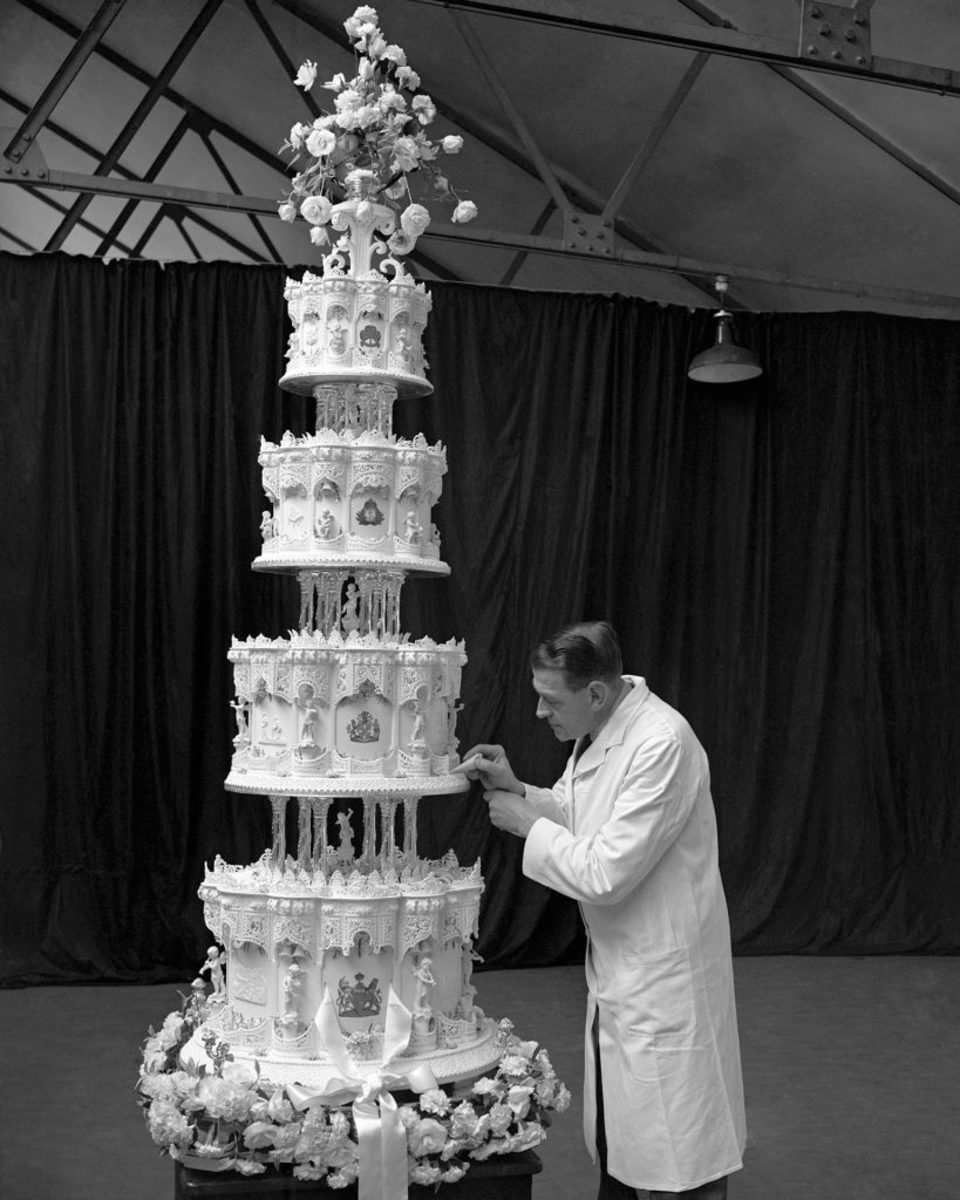 Queen Elizabeth's Wedding Cake