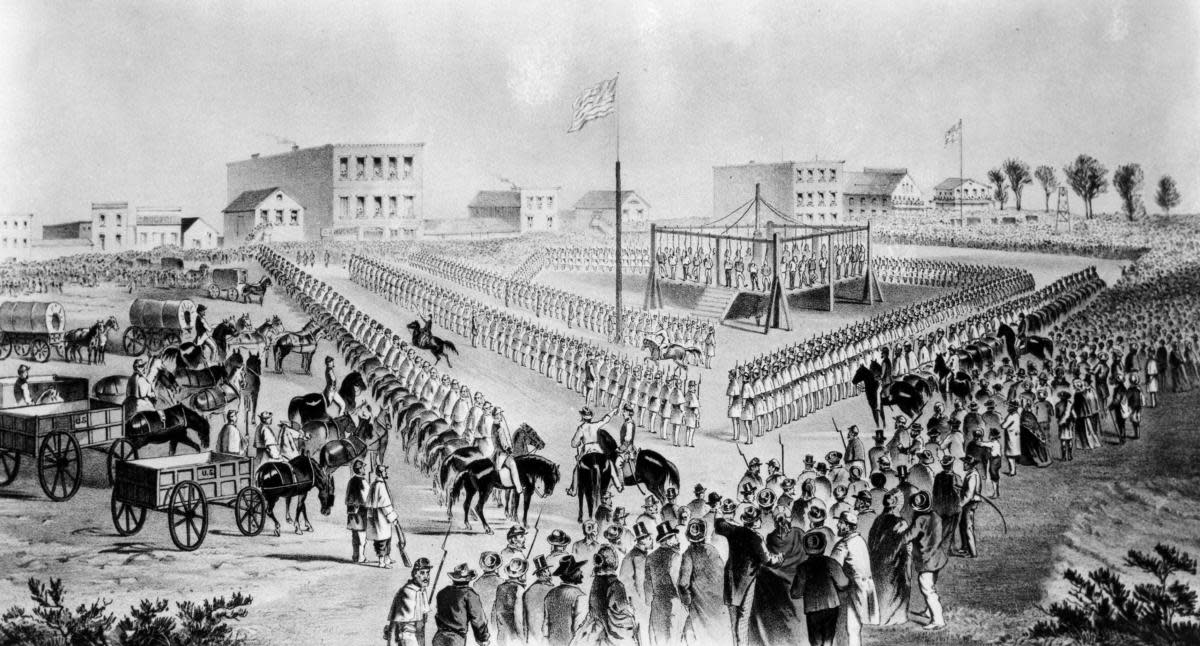 Execution of Dakota Sioux Indians in Mankato, Minnesota, 1862. (Credit: Library of Congress/Photo12/UIG/Getty Images)